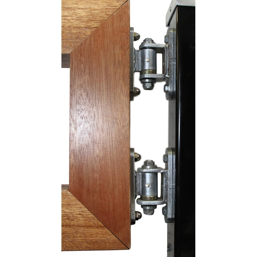 C92-XP is an adjustable hinge with bolt mountings on both ends for wood, PVC, or aluminum gates.